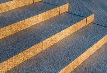 schody granitowe zewnętrzne i wewnętrzne granit strzegomski