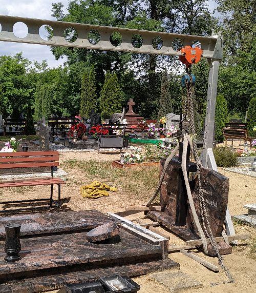 demontaż pomnika do pogrzebu