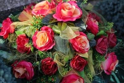 kradzież kwiatów z cmentarza