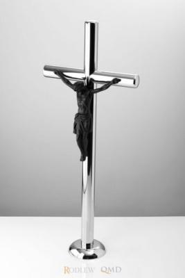 krzyż stojący z pasyjką 435