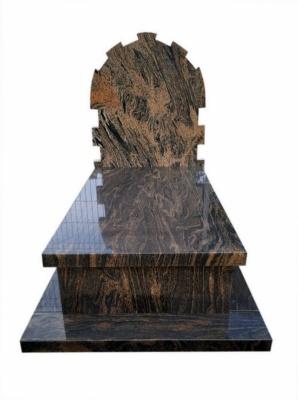 pomnik z granitu gnejs